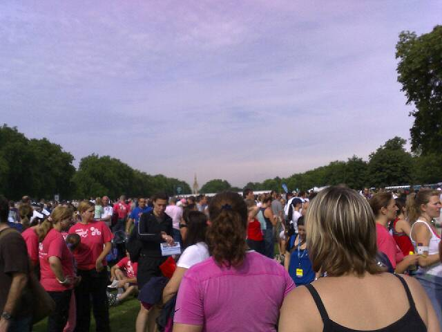 Hyde park, 9.40am on a sunday morning. Am about to work my way through a 10k. What am i thinking?